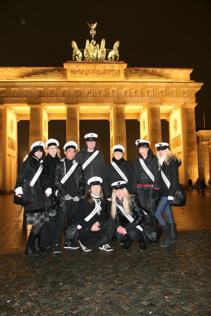 ap-team-berlin-vorm-brandenburger-tor_4321468941_o